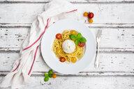 Spaghetti with tomatoes, burrata and basil leaves - LVF07645