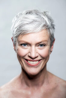 Portrait of laughing mature woman with short grey hair and blue eyes - VWF00048