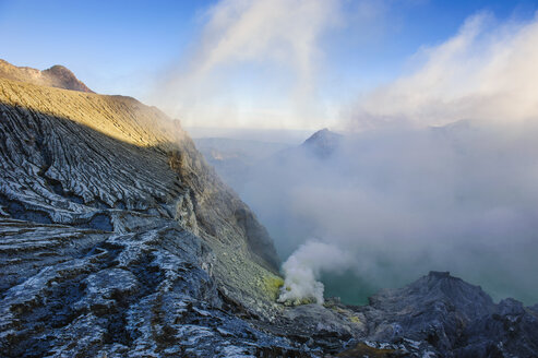 Indonesia, Java, East Java, Steaming sulphur in the acid Ijen crater lake - RUNF00769
