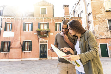 Italy, Venice, young couple looking at map in the city - WPEF01239