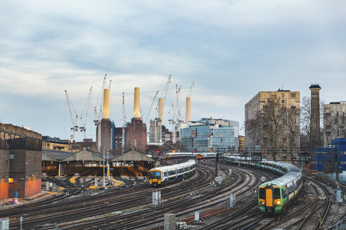 United Kingdom, England, London, view of railtracks and trains in the evening, former Battersea Power Station and cranes in the background - WPEF01262