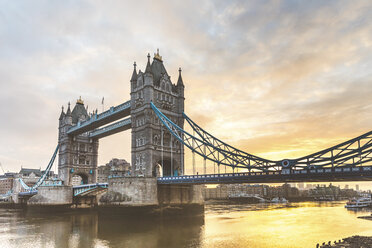 UK, London, view of Tower Bridge at sunrise with a colorful cloudy sky on background - WPEF01268