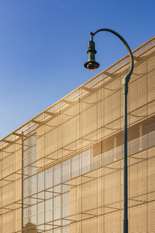 Germany, Mannheim, part of facade of new built art gallery with street lamp in the foreground - WDF04999