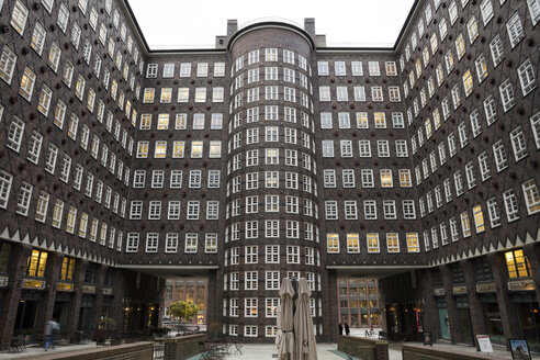 Germany, Hamburg, courtyard of Sprinkenhof - WI03714