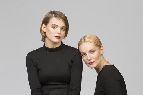 Studio portrait of mother and adult daughter - VGF00163