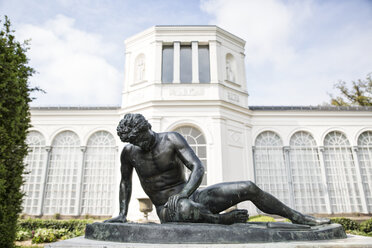 Germany, Ruegen, Putbus, statue Dying Gaul in frontof the Orangery - MAMF00300