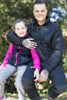Portrait of tattooed man and his daughter - XCF00188