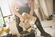 Construction worker plastering - HOXF04263