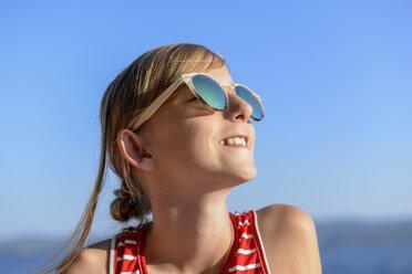 Croatia, Lokva Rogoznica, portrait of sunbathing girl on the beach wearing sunglasses - BFRF01962