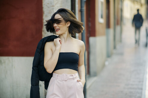 Portrait of fashionable young woman in the city - JSMF00735