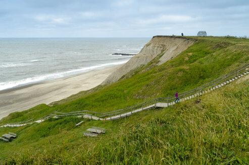 Denmark, Jutland, at lighthouse Bovbjerg, wooden steps towards the beach - UMF00868