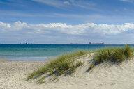 Denmark, Jutland, Skagen, Grenen, beach and ships on the sea - UMF00892