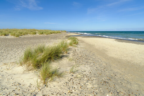 Denmark, Jutland, Skagen, Grenen, dunes, beach and sea - UMF00904