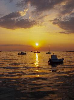 Croatia, Kvarner Gulf, Pag island, Novalja, fishing boats at sunset - WWF04803