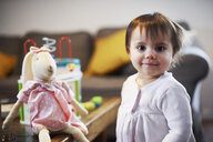 Portrait of cute baby girl at home - ABIF01078