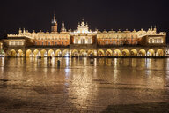 Poland, Krakow, Old Town, Cloth Hall illuminated at night on Main Square - ABOF00394