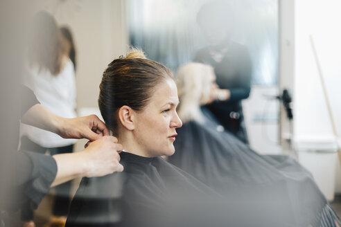 Hairdressing client with wet hair in Sweden - FOLF10018