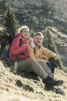 Austria, Tyrol, happy couple having a break during a hiking trip in the mountains - UUF16357