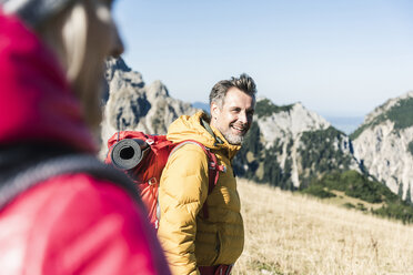 Austria, Tyrol, smiling man with woman hiking in the mountains - UUF16384