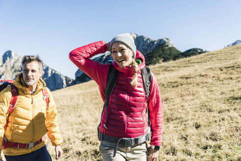 Austria, Tyrol, happy couple hiking in the mountains - UUF16387