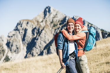 Austria, Tyrol, happy couple hugging on a hiking trip in the mountains - UUF16405