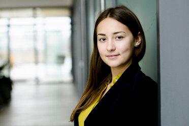 Portrait of businesswoman - CUF46631