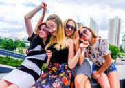 Friends on city break - CUF46802