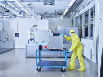 Chemist working in industrial laboratory clean room - CVF01096