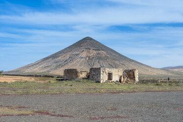 Spain, Canary Islands, Fuerteventura, La Oliva, Montana de Tindaya, Casa de los Coroneles ruin - RUNF00872