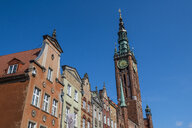 Poland, Gdansk, Hanseatic league houses with the town hall  in the pedestrian zone - RUNF00884