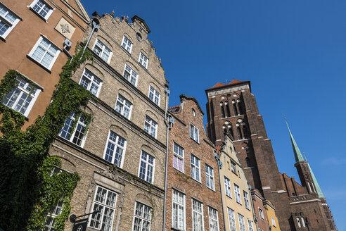 Poland, Gdansk, Hanseatic league houses with Saint Mary's church - RUNF00887