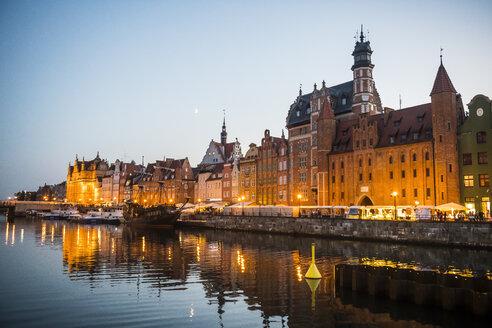 Poland, Gdansk, Hanseatic League houses on the Motlawa river at dusk - RUNF00899