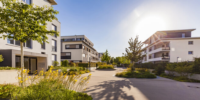 Germany, Ludwigsburg, residential area with modern multi-family houses - WDF05039