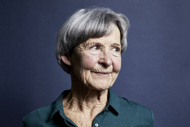 Portrait of smiling senior woman - RBF06999