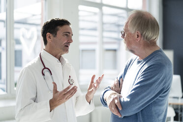 Doctor and patient talking in medical practice - JOSF02792