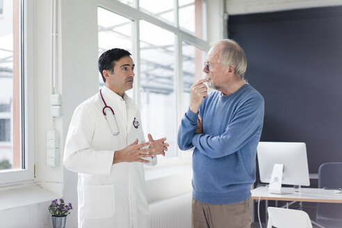 Doctor and patient talking in medical practice - JOSF02822