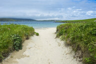 United Kingdom, Scotland, Shetland Islands, sand beach in Levenwick - RUNF00987