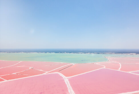 Mexiko, Yucatan, Las Coloradas, Pink Lake salt lake - MMAF00751