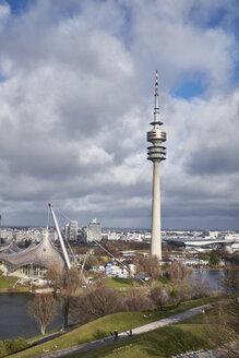 Deutschland, Bayern, München, Blick über den Olympiapark mit dem 291m hohen Olympiaturm - ELF02002