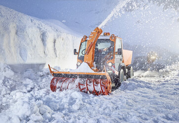 Austria, Tyrol, Hochgurgl, snow-plowing service with snowblower - CVF01115
