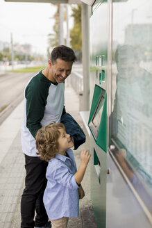 Father and his son together in the city. Barcelona, Spain. - MAUF02283