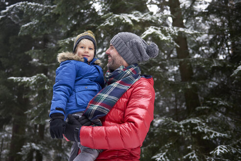Happy father with his little son together in winter forest - ABIF01142