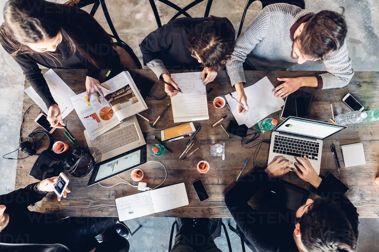 Designers having meeting in studio - CUF47227 - Eugenio Marongiu/Westend61