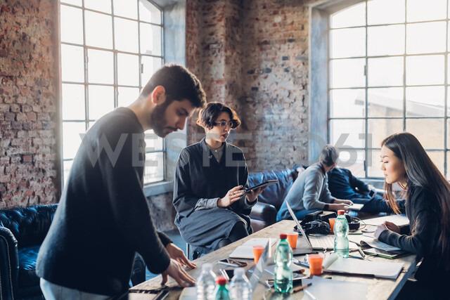 Designers brainstorming in studio - CUF47230 - Eugenio Marongiu/Westend61