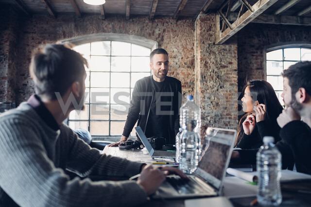 Designers having meeting in studio - CUF47251 - Eugenio Marongiu/Westend61