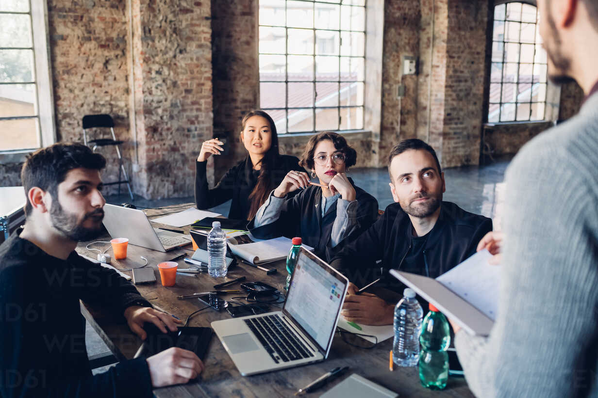 Designers having meeting in studio - CUF47269 - Eugenio Marongiu/Westend61