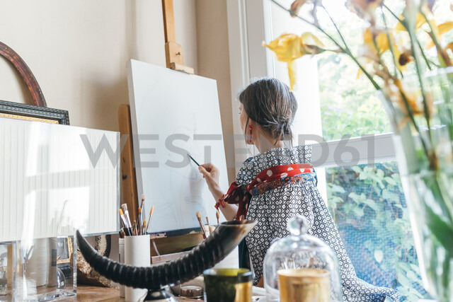 Woman working on designs in her studio - CUF47374