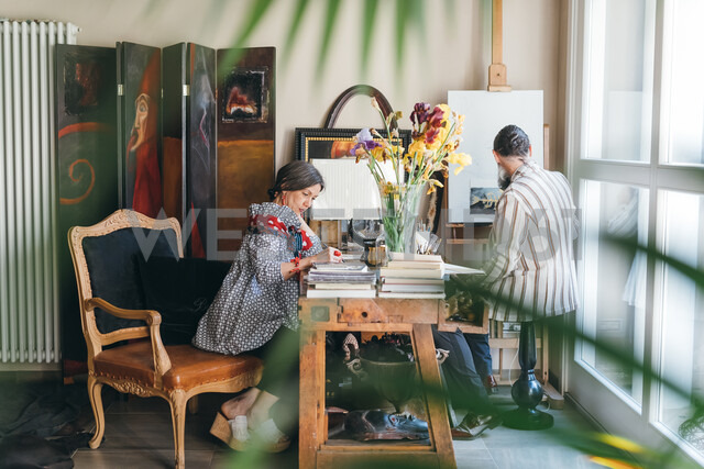 Couple working in their studio - CUF47377 - Eugenio Marongiu/Westend61