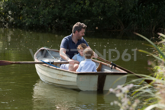 Father and children on boat ride in lake - CUF47428