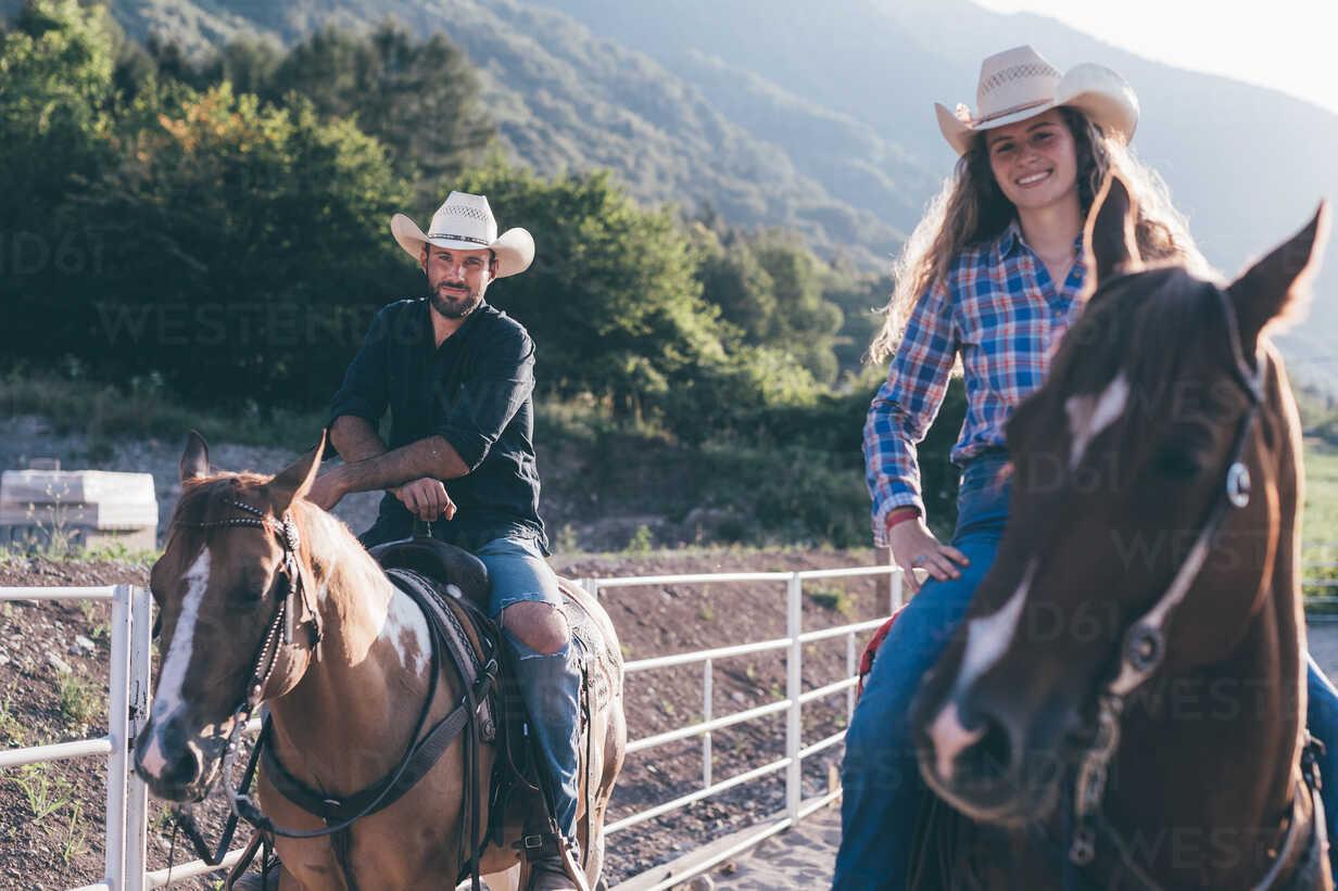 Cowgirl and boy on horseback in equestrian arena, portrait, Primaluna, Trentino-Alto Adige, Italy - CUF47512 - Eugenio Marongiu/Westend61